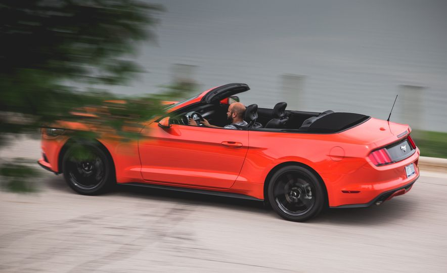 2015 Ford Mustang 2.3L EcoBoost convertible - Slide 8