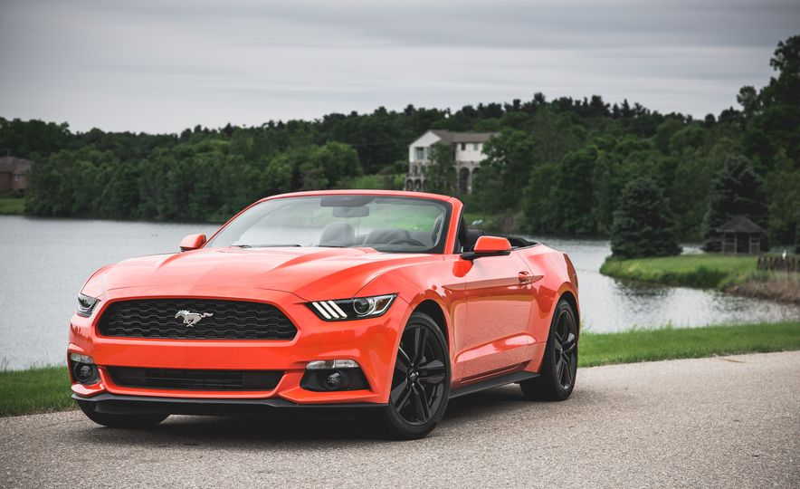 2015 Ford Mustang 2.3L EcoBoost convertible - Slide 9