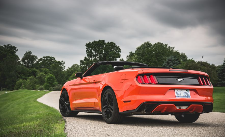 2015 Ford Mustang 2.3L EcoBoost convertible - Slide 10