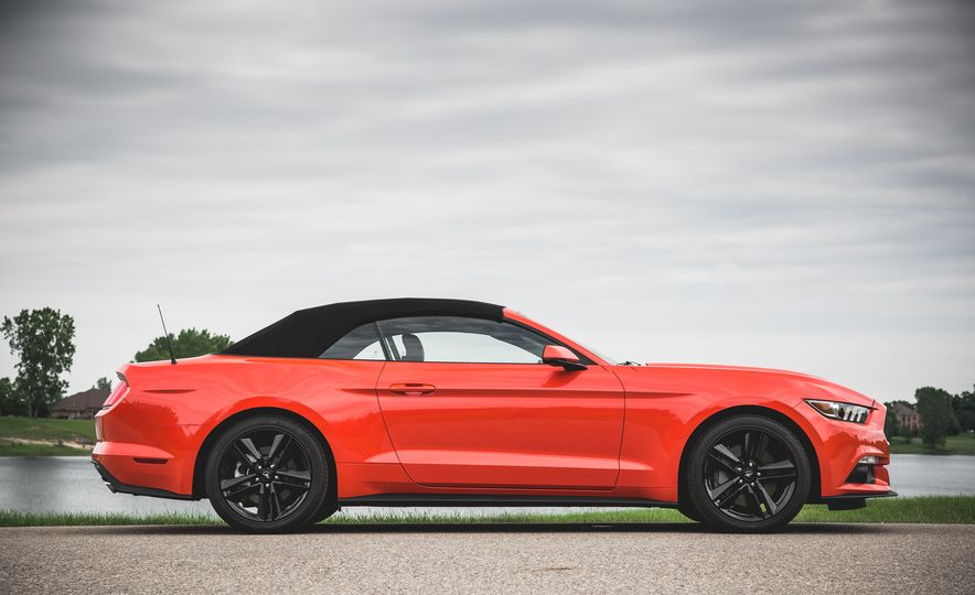 2015 Ford Mustang 2.3L EcoBoost convertible - Slide 12