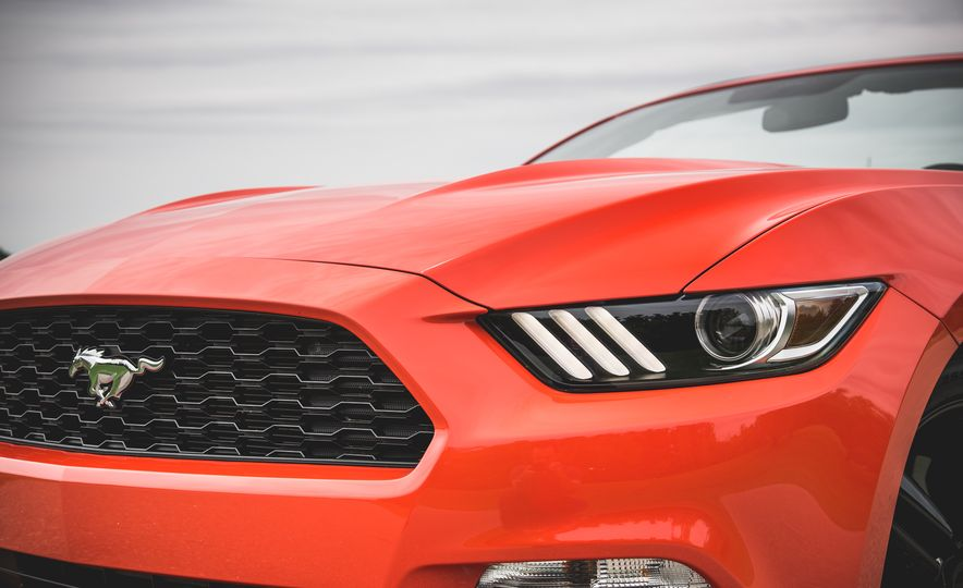 2015 Ford Mustang 2.3L EcoBoost convertible - Slide 13