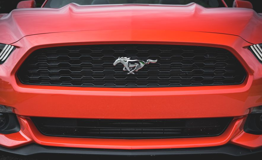2015 Ford Mustang 2.3L EcoBoost convertible - Slide 14