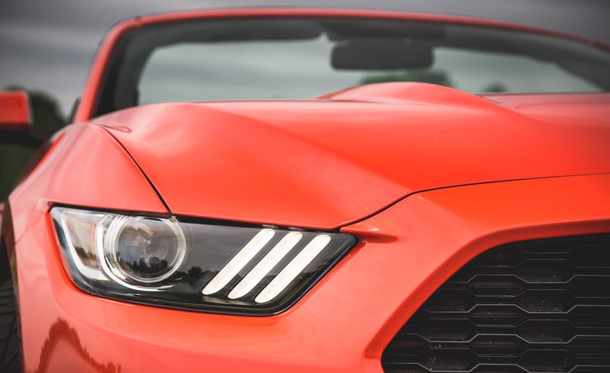 2015 Ford Mustang 2.3L EcoBoost convertible - Slide 15