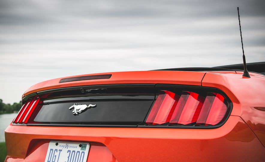 2015 Ford Mustang 2.3L EcoBoost convertible - Slide 17