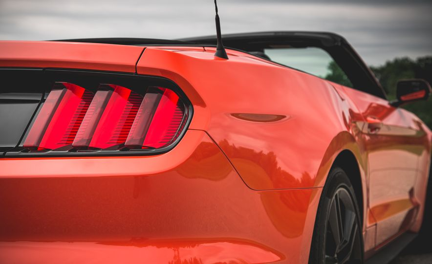 2015 Ford Mustang 2.3L EcoBoost convertible - Slide 18