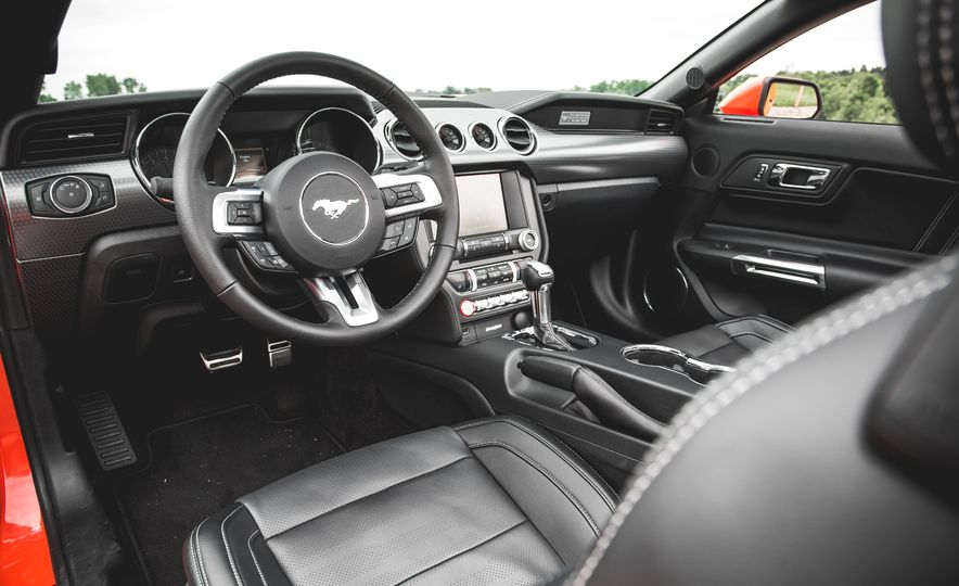 2015 Ford Mustang 2.3L EcoBoost convertible - Slide 21