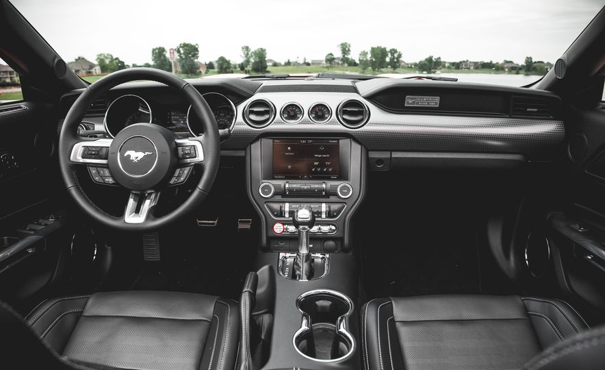 2015 Ford Mustang 2.3L EcoBoost convertible - Slide 22