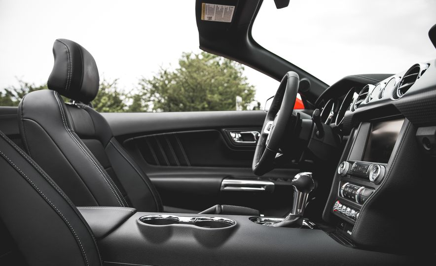 2015 Ford Mustang 2.3L EcoBoost convertible - Slide 24