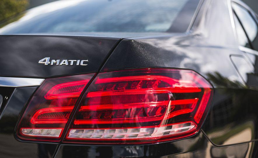 2015 Mercedes-Benz E400 4MATIC - Slide 16