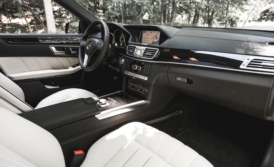 2015 Mercedes-Benz E400 4MATIC - Slide 22