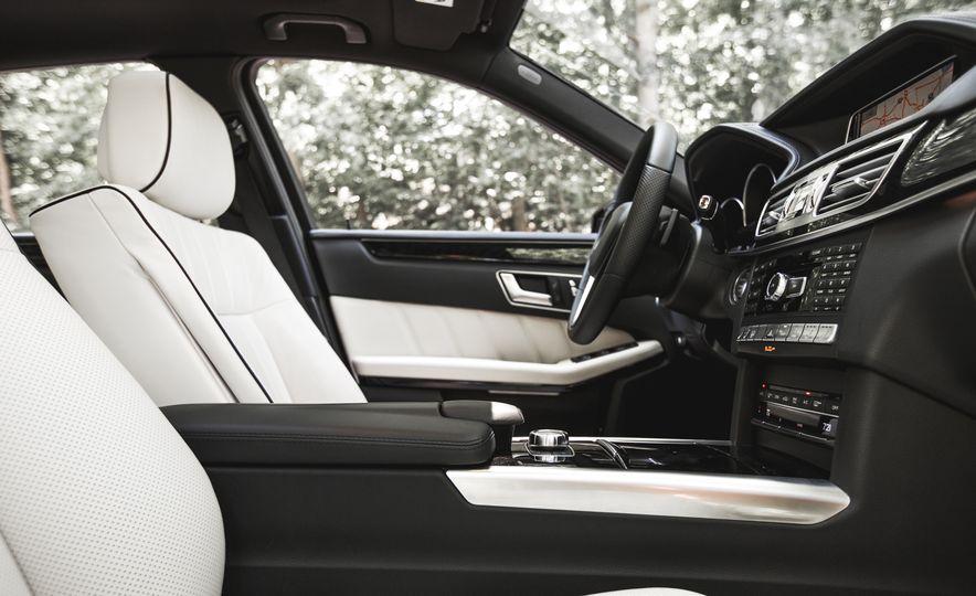 2015 Mercedes-Benz E400 4MATIC - Slide 23