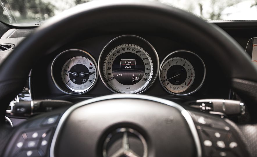 2015 Mercedes-Benz E400 4MATIC - Slide 30