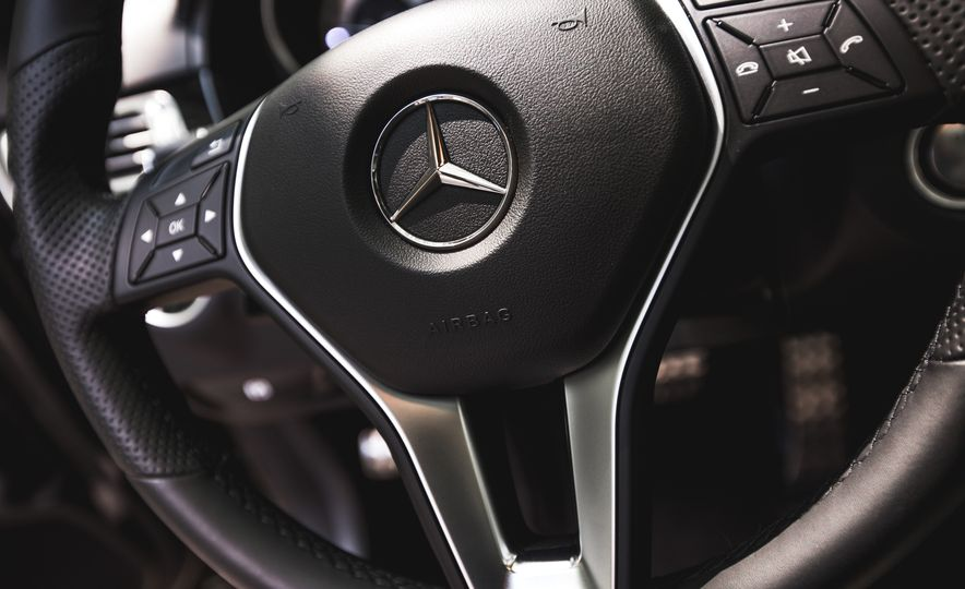 2015 Mercedes-Benz E400 4MATIC - Slide 31