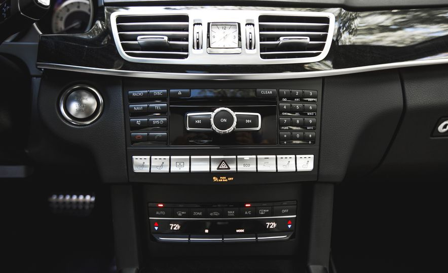 2015 Mercedes-Benz E400 4MATIC - Slide 35