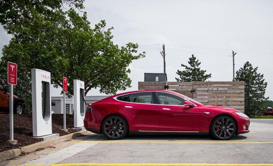 2015 Tesla Model S P85D - Slide 1