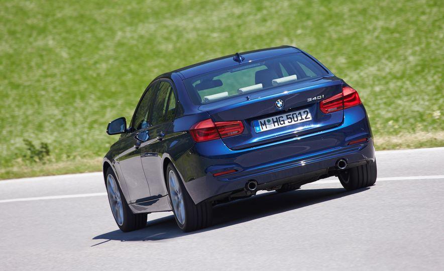 BMW 340i - Slide 9