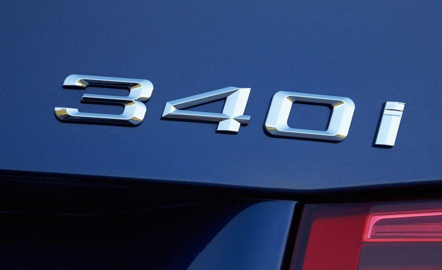 BMW 340i - Slide 17
