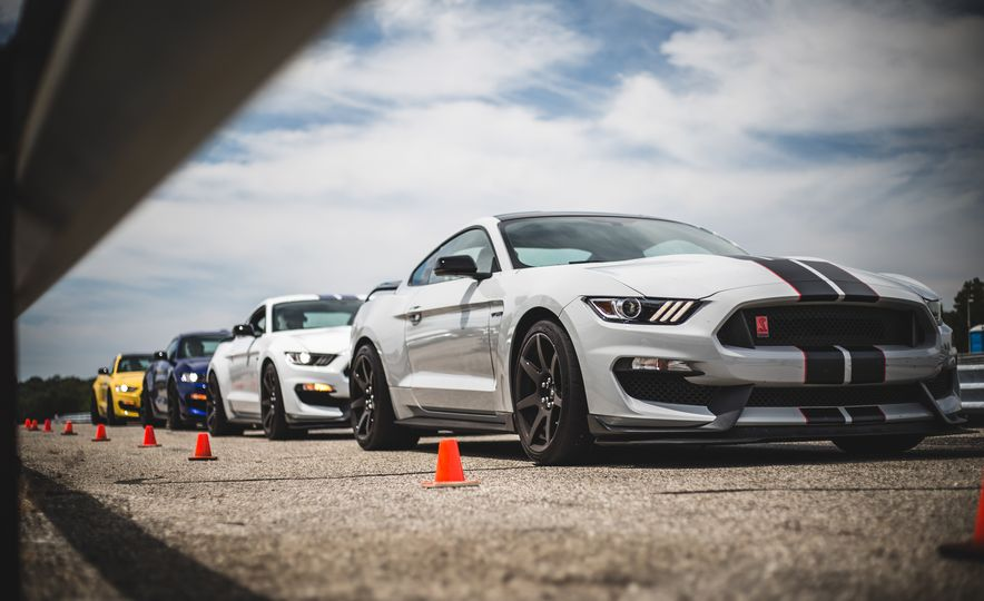 2016 Ford Mustang Shelby GT350Rs - Slide 4