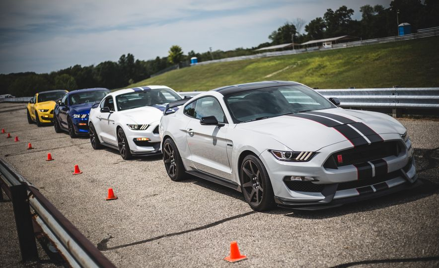 2016 Ford Mustang Shelby GT350Rs - Slide 5