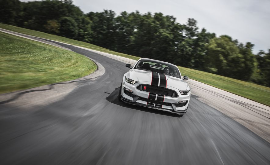 2016 Ford Mustang Shelby GT350Rs - Slide 12