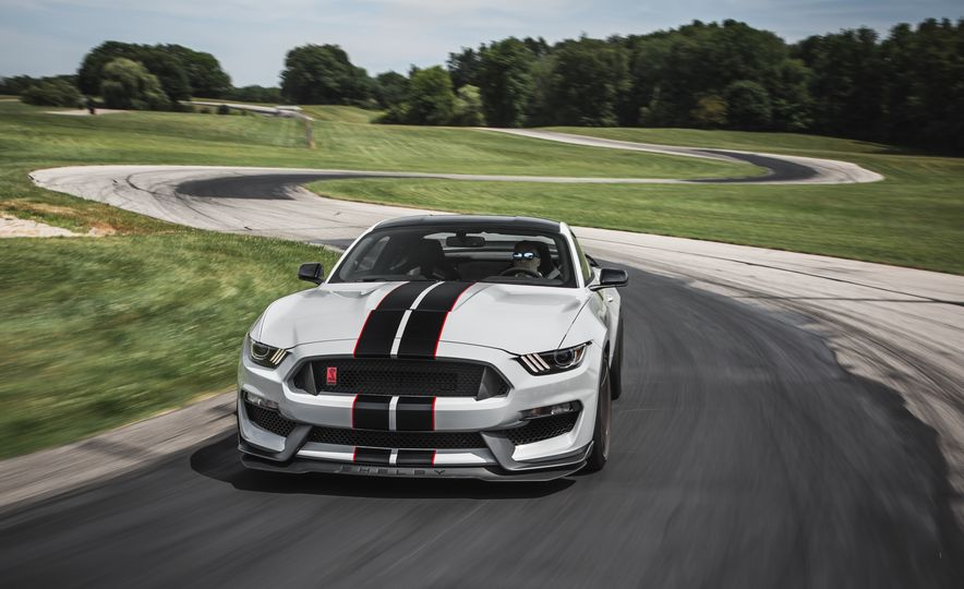 2016 Ford Mustang Shelby GT350Rs - Slide 13