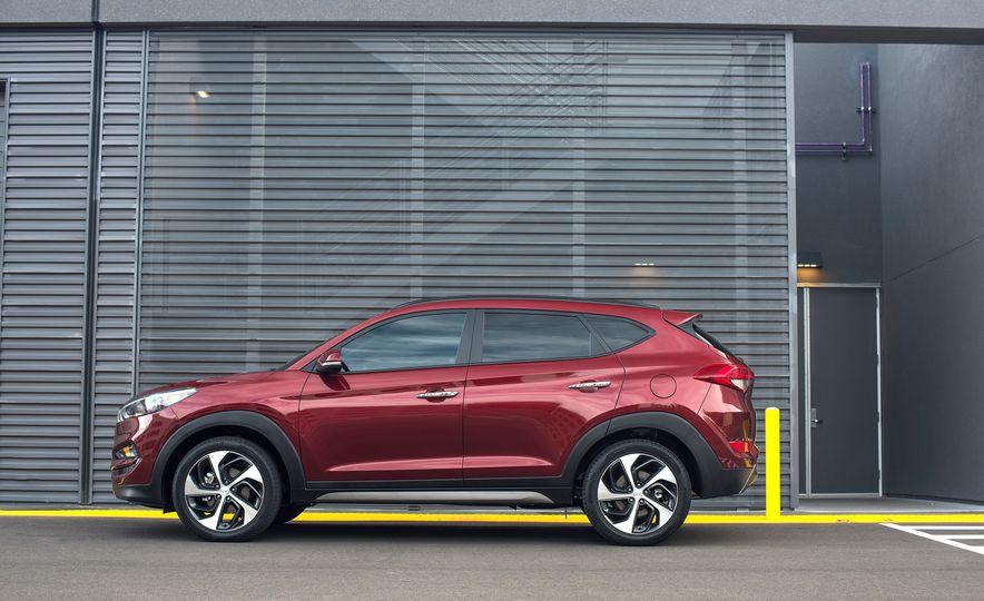 2016 Hyundai Tucson - Slide 3