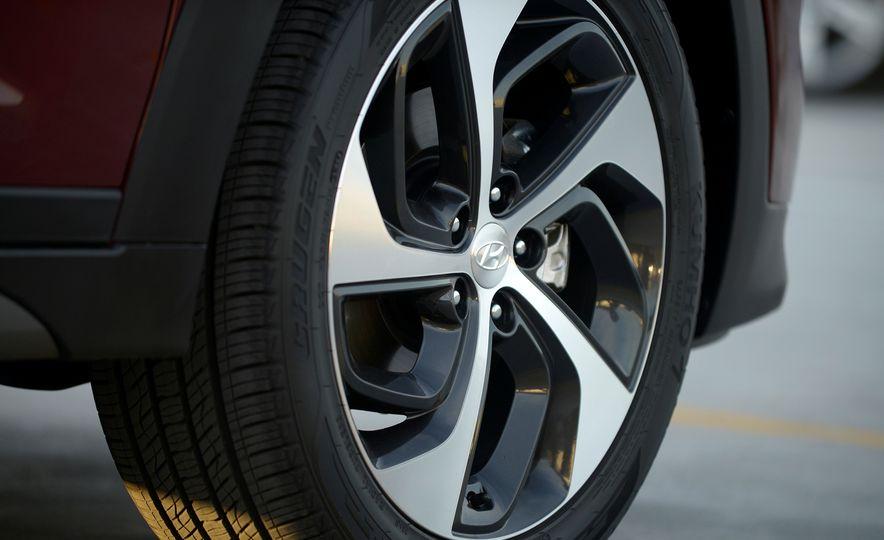 2016 Hyundai Tucson - Slide 12
