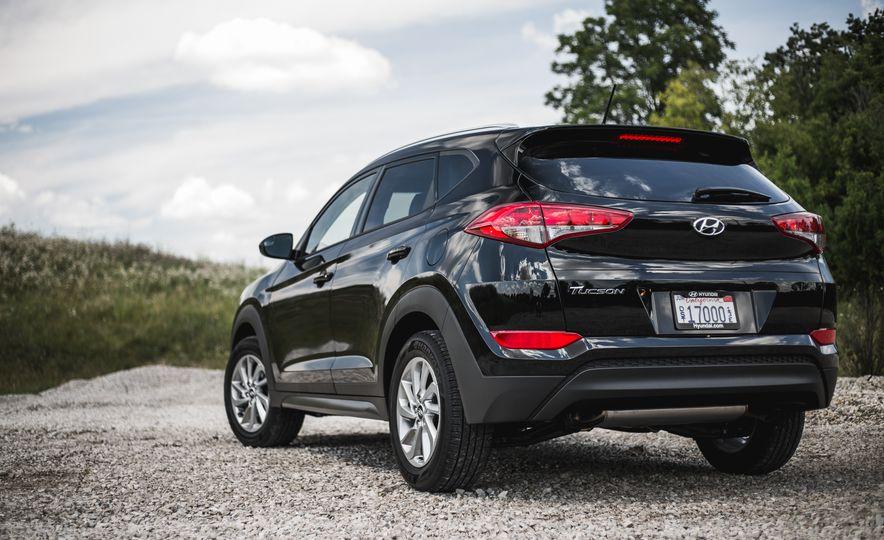 2016 Hyundai Tucson 2.0L - Slide 10