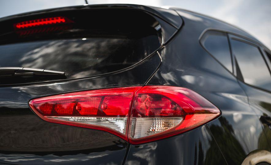 2016 Hyundai Tucson 2.0L - Slide 16