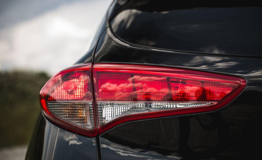 2016 Hyundai Tucson 2.0L - Slide 18