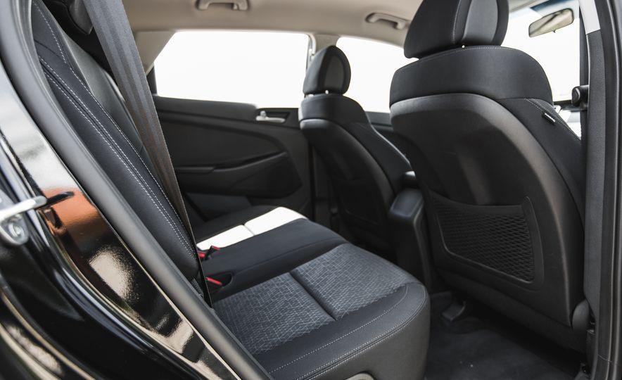 2016 Hyundai Tucson 2.0L - Slide 24