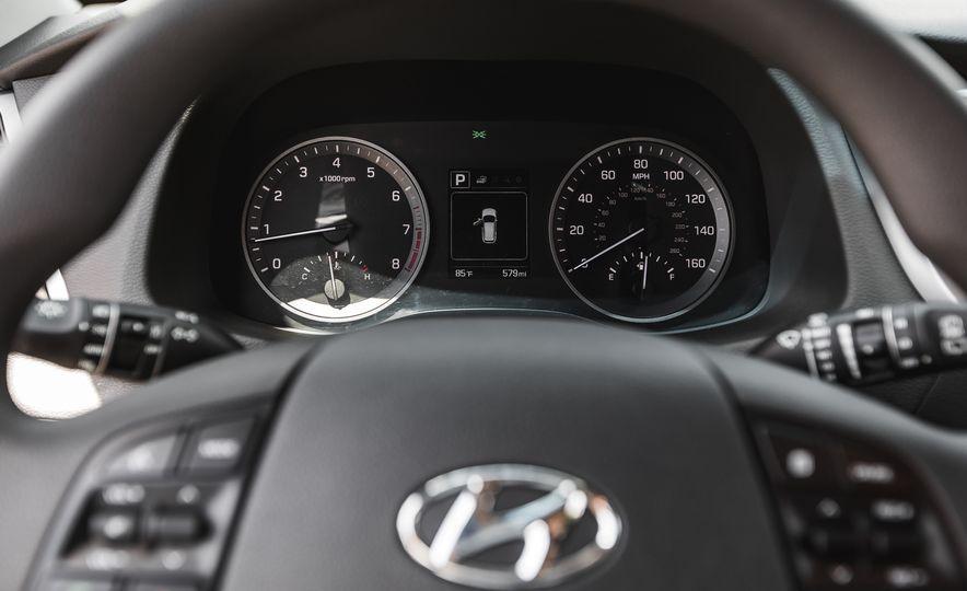 2016 Hyundai Tucson 2.0L - Slide 27