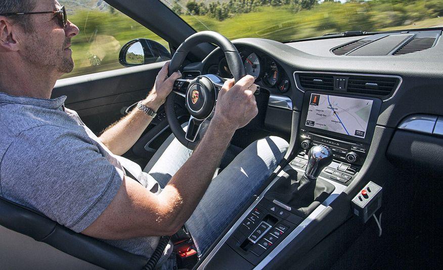 2016 Porsche 911 Carrera coupes and cabriolets - Slide 20