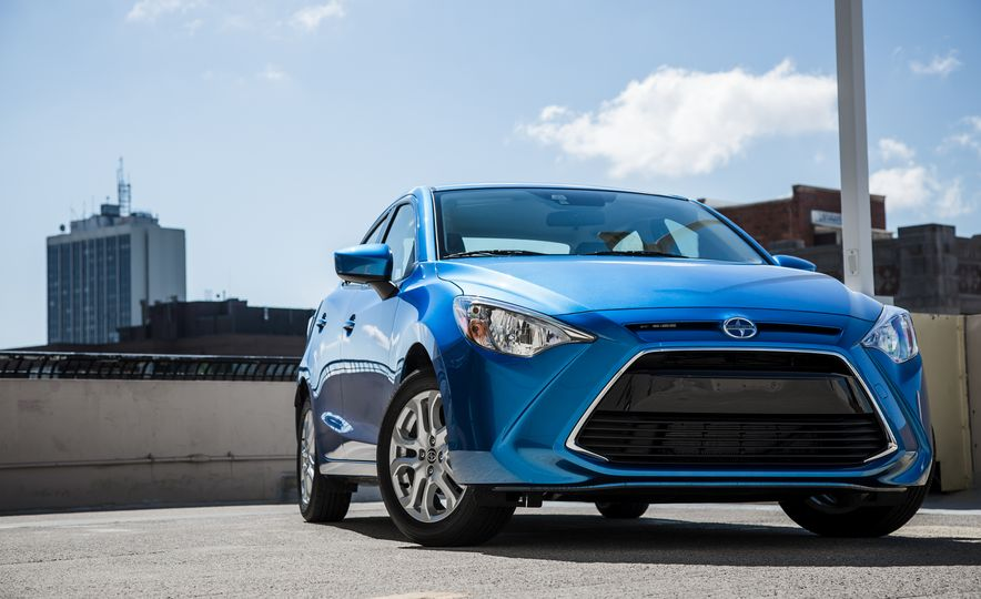 2016 Scion iA - Slide 3