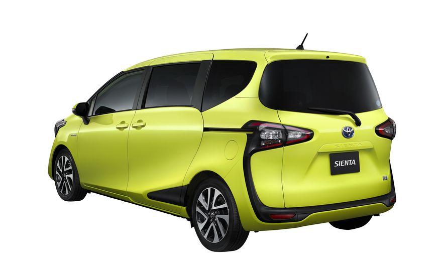 Toyota Sienta hybrid (JDM-spec) - Slide 5