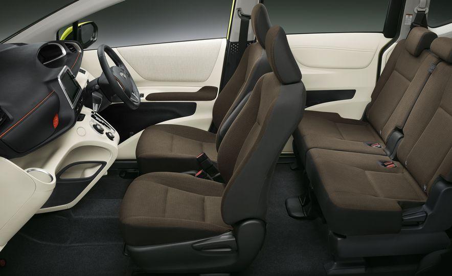 Toyota Sienta hybrid (JDM-spec) - Slide 7
