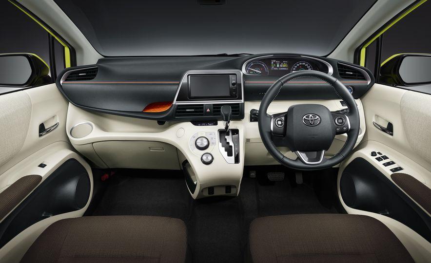 Toyota Sienta hybrid (JDM-spec) - Slide 8