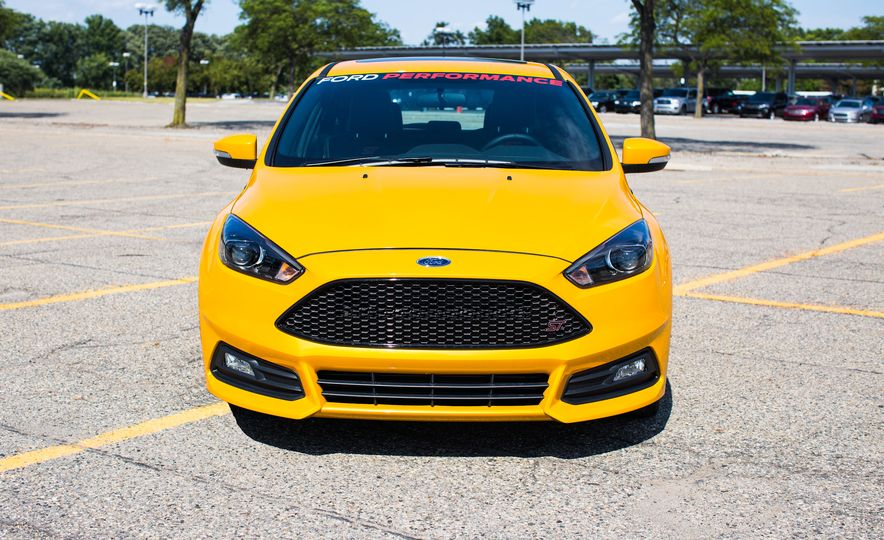 2015 Ford Focus ST with Ford Mountune performance kit - Slide 1