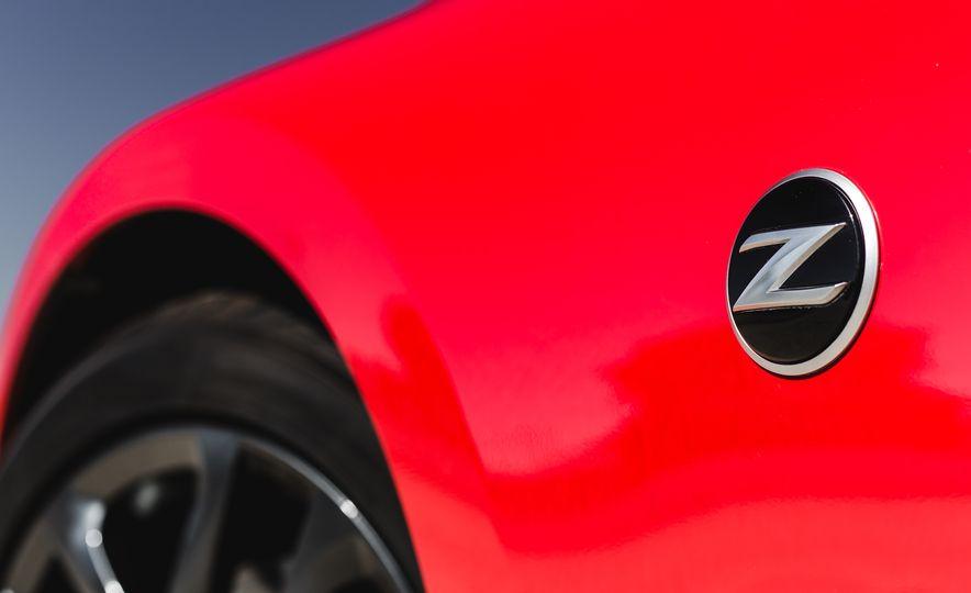2016 Nissan 370Z - Slide 17