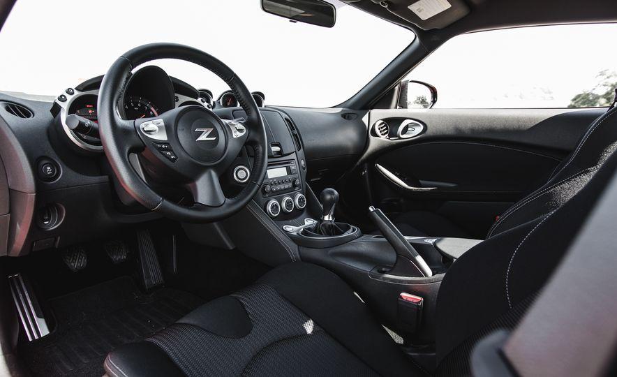 2016 Nissan 370Z - Slide 25