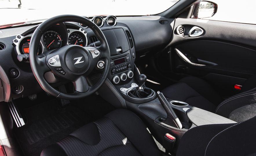 2016 Nissan 370Z - Slide 26