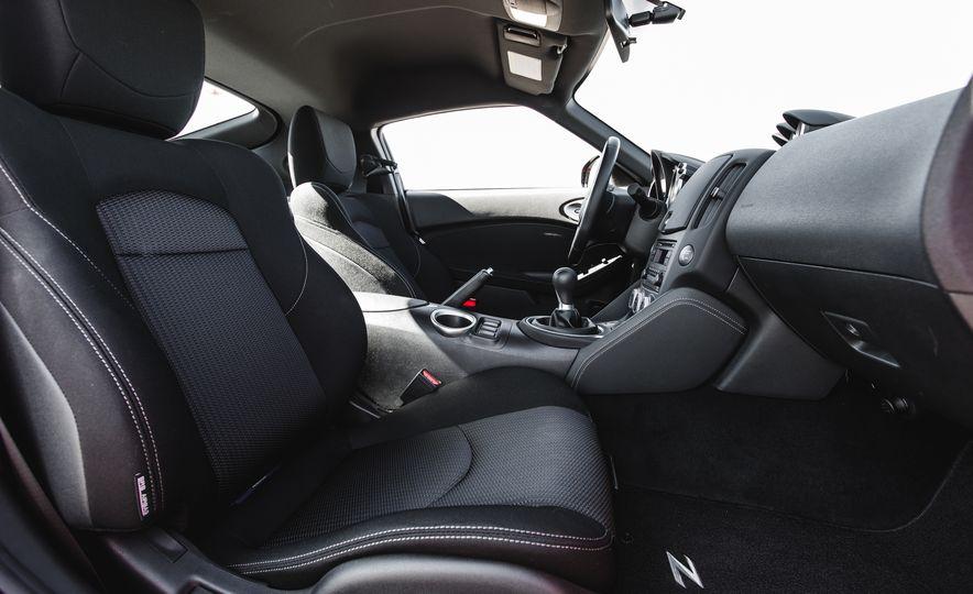 2016 Nissan 370Z - Slide 29