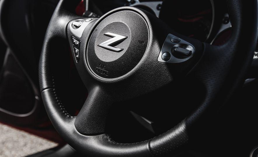 2016 Nissan 370Z - Slide 30