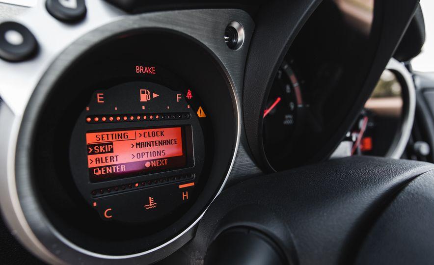2016 Nissan 370Z - Slide 33