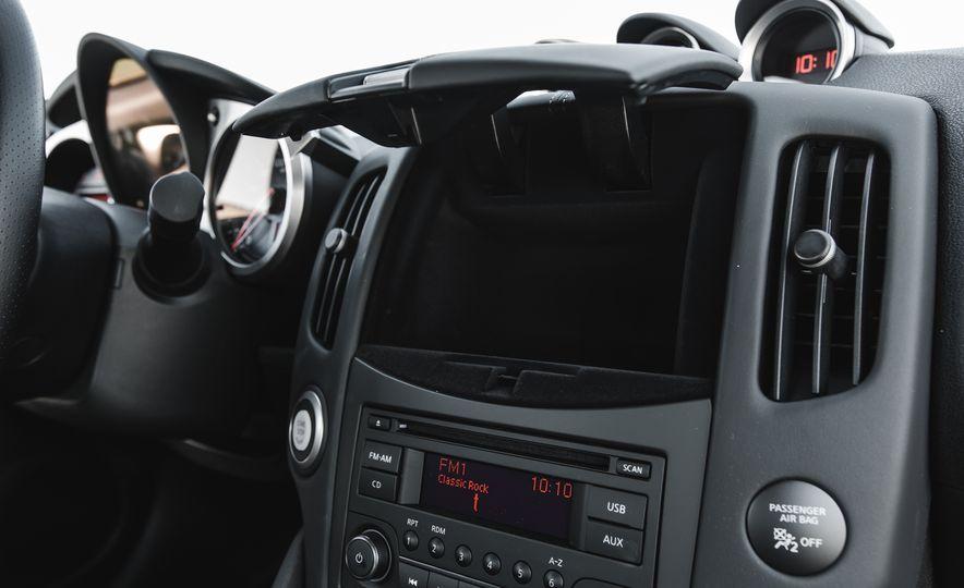 2016 Nissan 370Z - Slide 35
