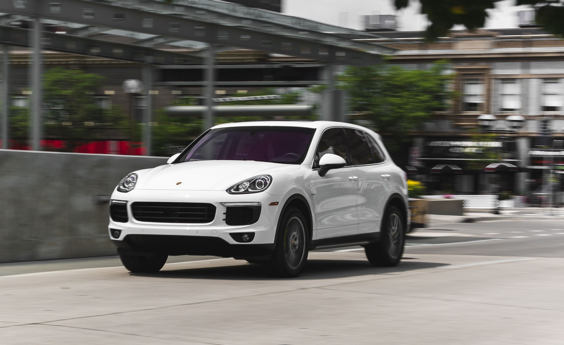2015 porsche cayenne s e hybrid test review car and driver