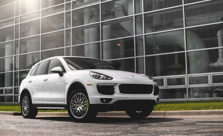 Porsche Cayenne, Volkswagen Touareg Recalled for Loose Pedals