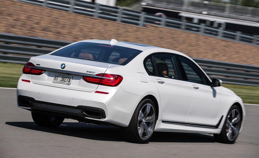 2016 BMW 340i Sport Line sedan - Slide 19