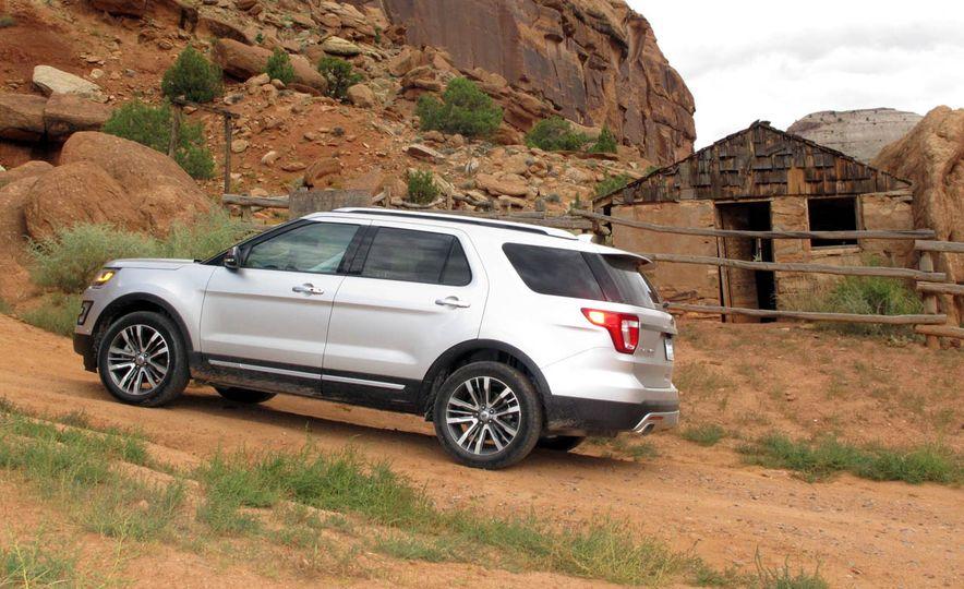 2016 Ford Explorer Platinum - Slide 4