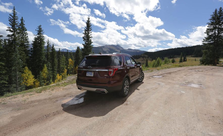 2016 Ford Explorer Platinum - Slide 30